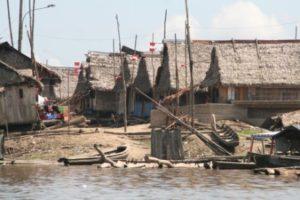 straat in iquitos achterstandswijk
