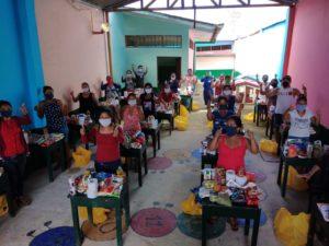 voedselpakketten en ouderinstructies Iquitos
